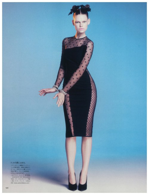 Kelly Mittendorf knows how to rock an LBD. Click on the picture for the rest of her Vogue Japan spread.