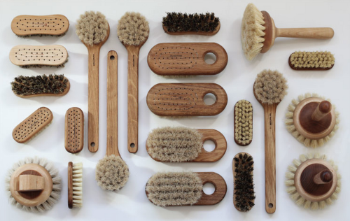 Helena from the Brooklyn Blonde sings dry brushing's praises.